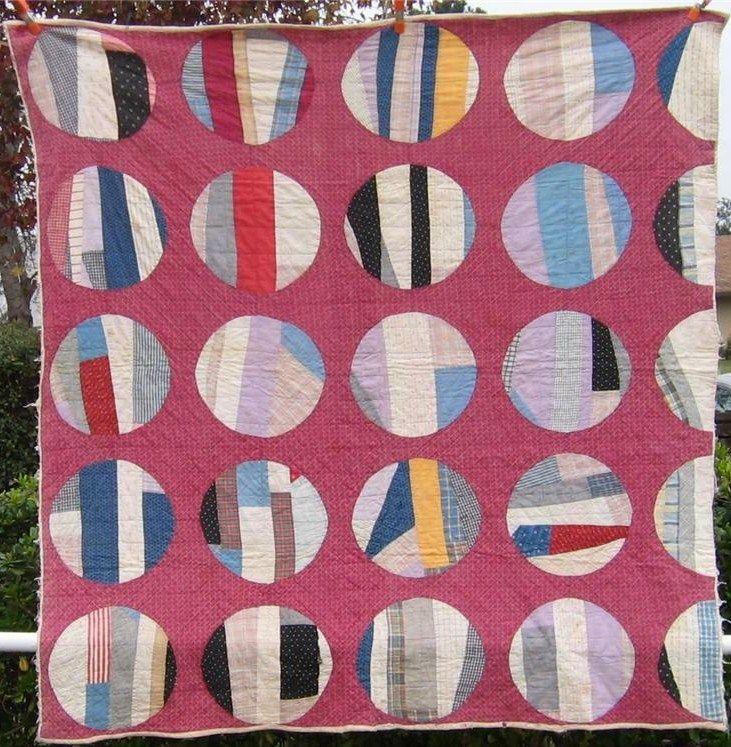 Scrappy circles. Antique quilt.