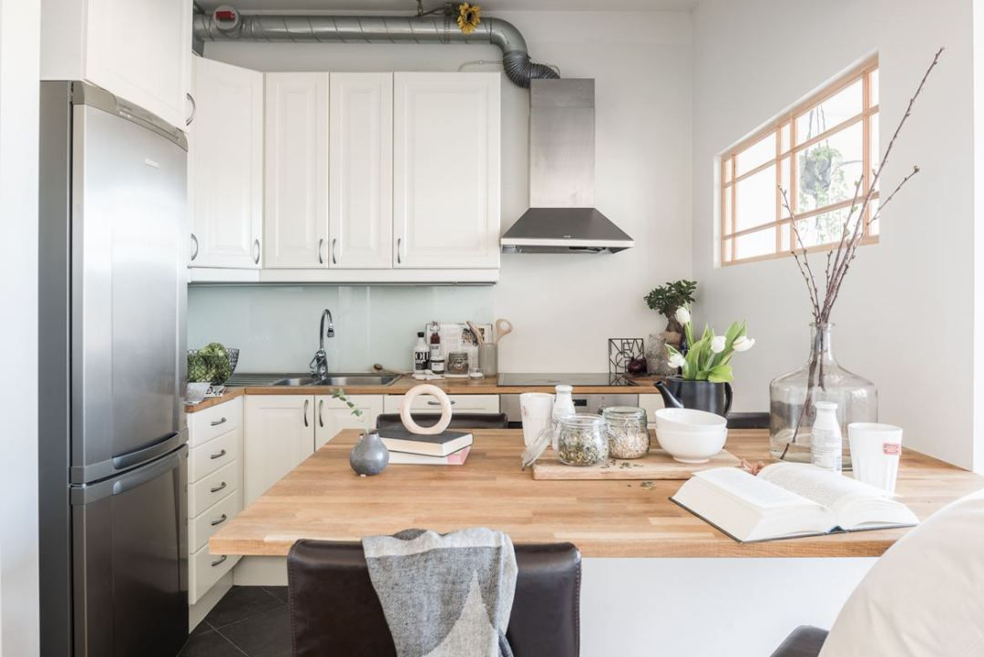 Mini piso con isla en la cocina cocina n rdica cocina - Islas en cocinas pequenas ...