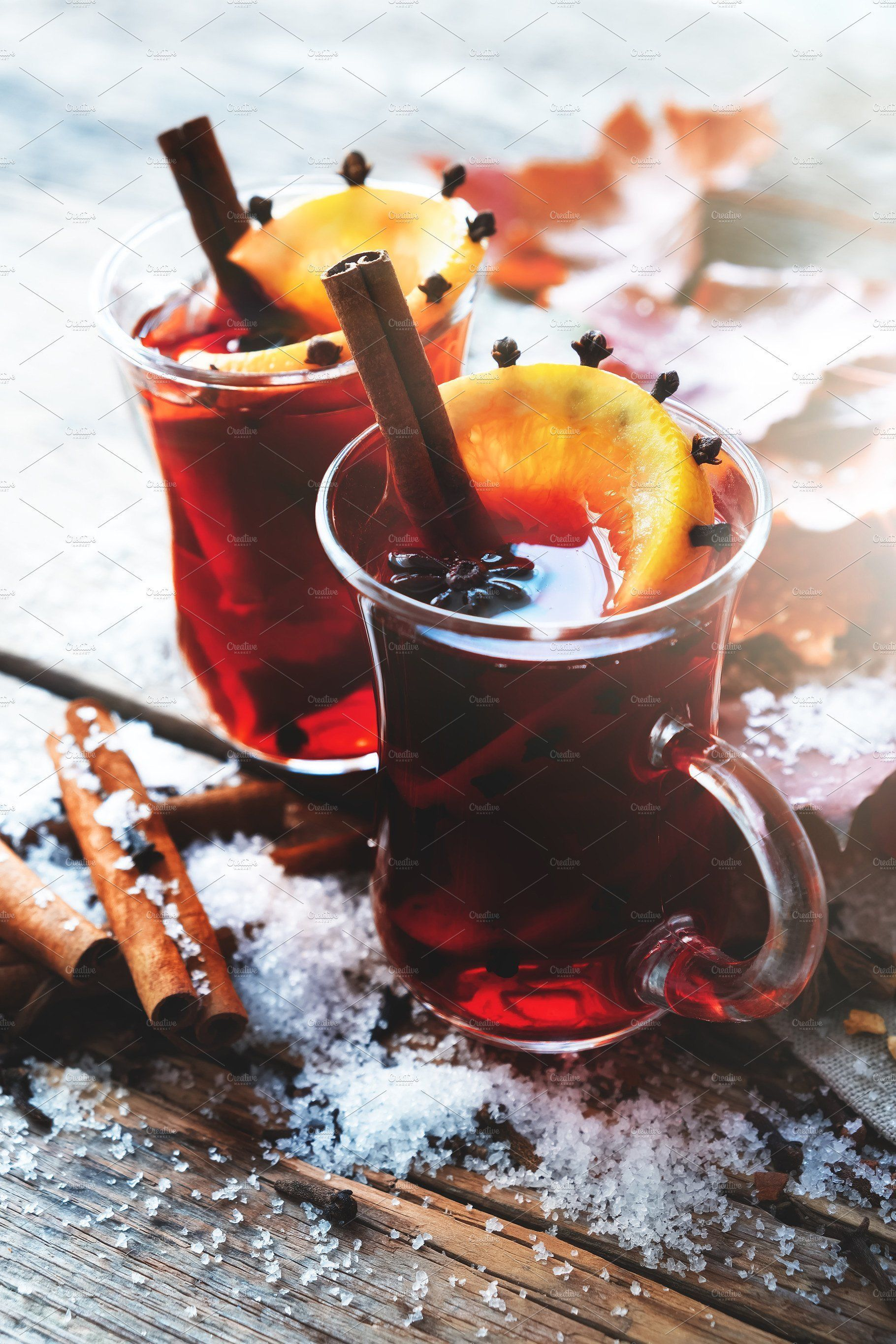 Mulled Wine Autumn Leaves And Snow Glass Mugs Of Mulled Wine With Spices And Citrus Fruits On Wooden Table With Autumn Leaves An Zimnie Napitki Eda Glintvejn