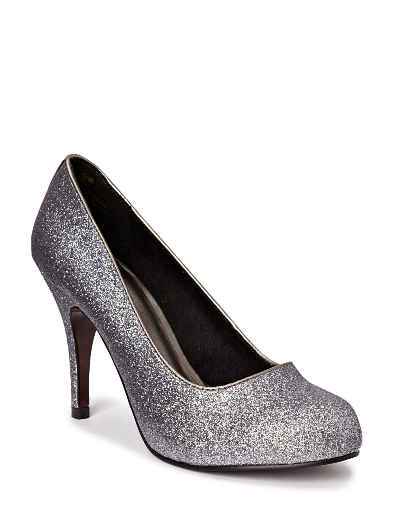 Löysin boozt.com sivuilt vahingos noi samat kengät mitkä mul on, mut tuollakaa ei kyl oo 39 kokoo isompia. On muuten halvemmat ku Lapikkaas.