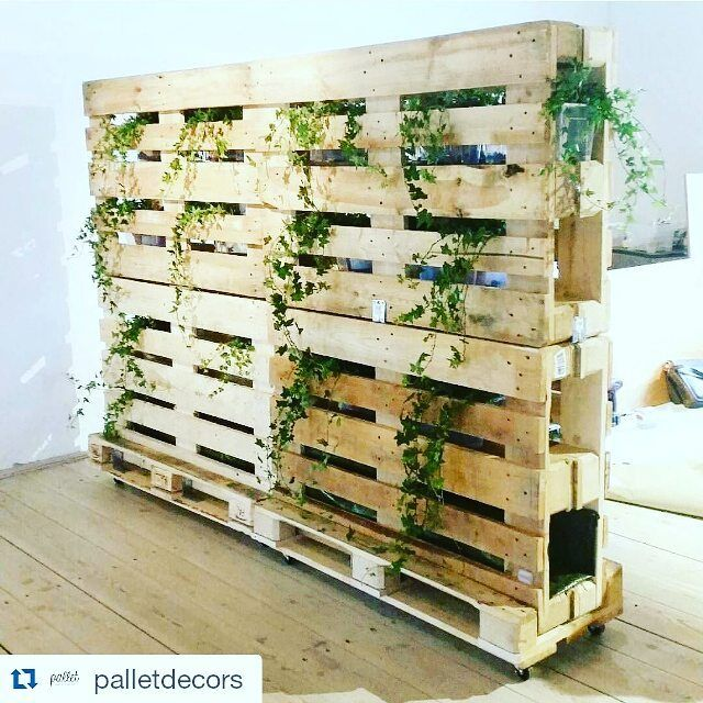 Pallets on wheels used as roomdivider recycled for Pallet wall on wheels