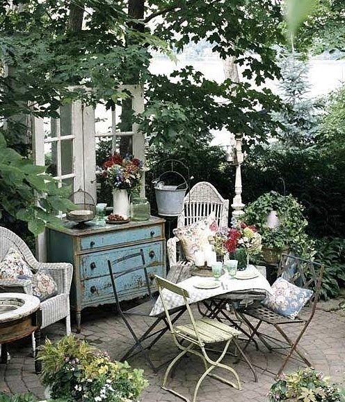 summer breakfast outdoors.  Wish this was my backyard patio