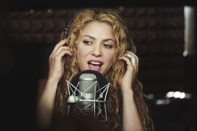 Shakira - Photographed by Carles Carabi