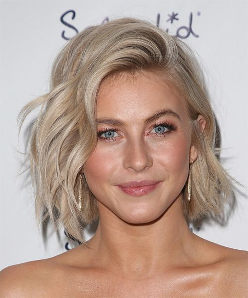 Julianne Hough Medium Wavy Light Champagne Blonde Hairstyle Medium Hair Styles Short Hair Styles Short Wedding Hair