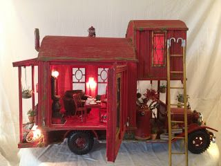 Traveling Gypsy Miniature House. Beautiful work, base made from a dismantled firetruck. by greggsminiatureimaginations.blogspot.nl