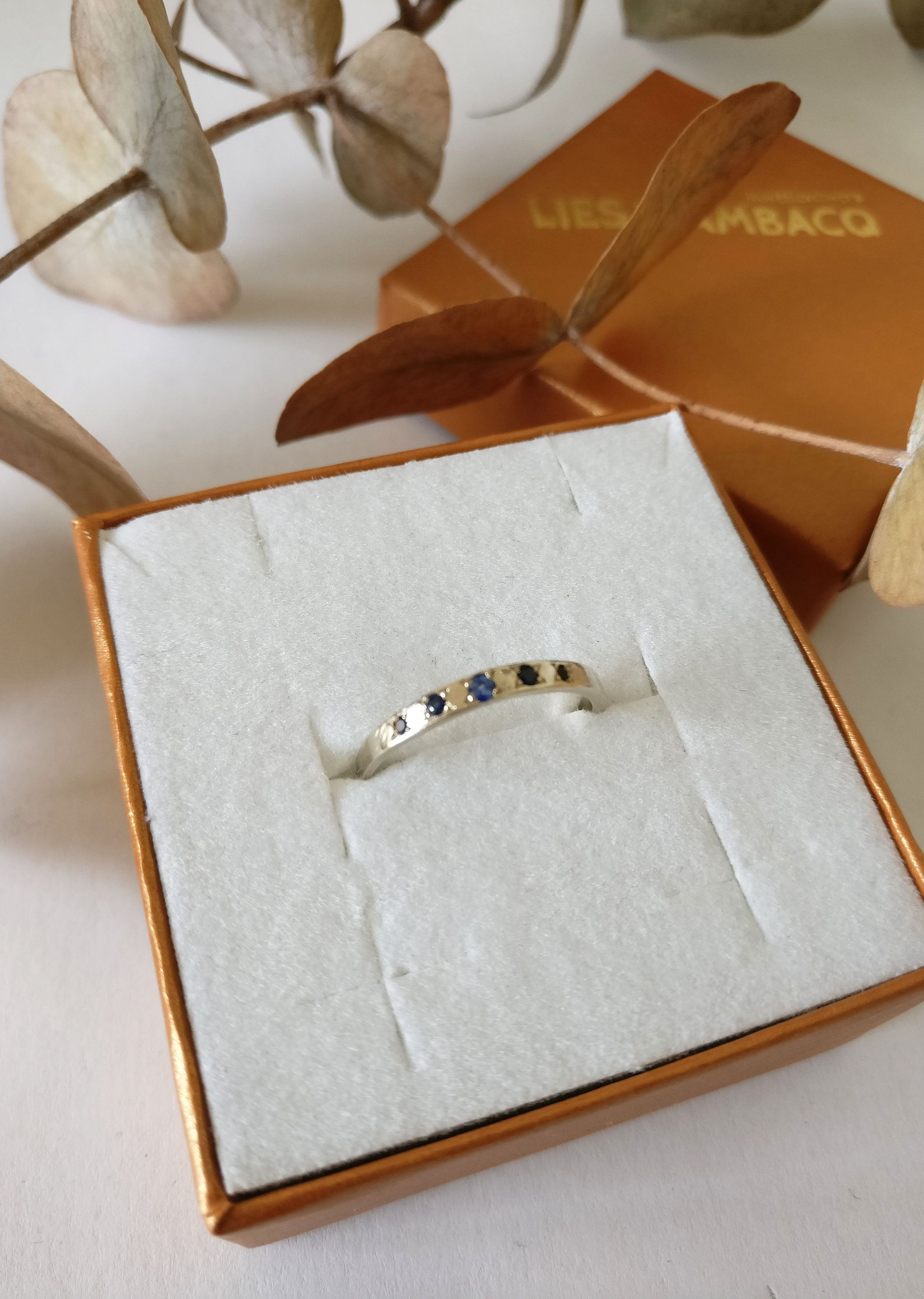 ONE of a kind 18K palladium white golden ring with 5X SAPPHIRE ...