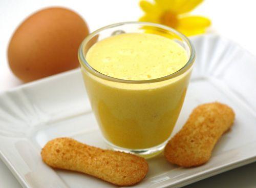 Italian Zabaglione (Zabaione o Zabaglione) | Enjoy this authentic Italian recipe from our kitchen to yours. Buon Appetito!