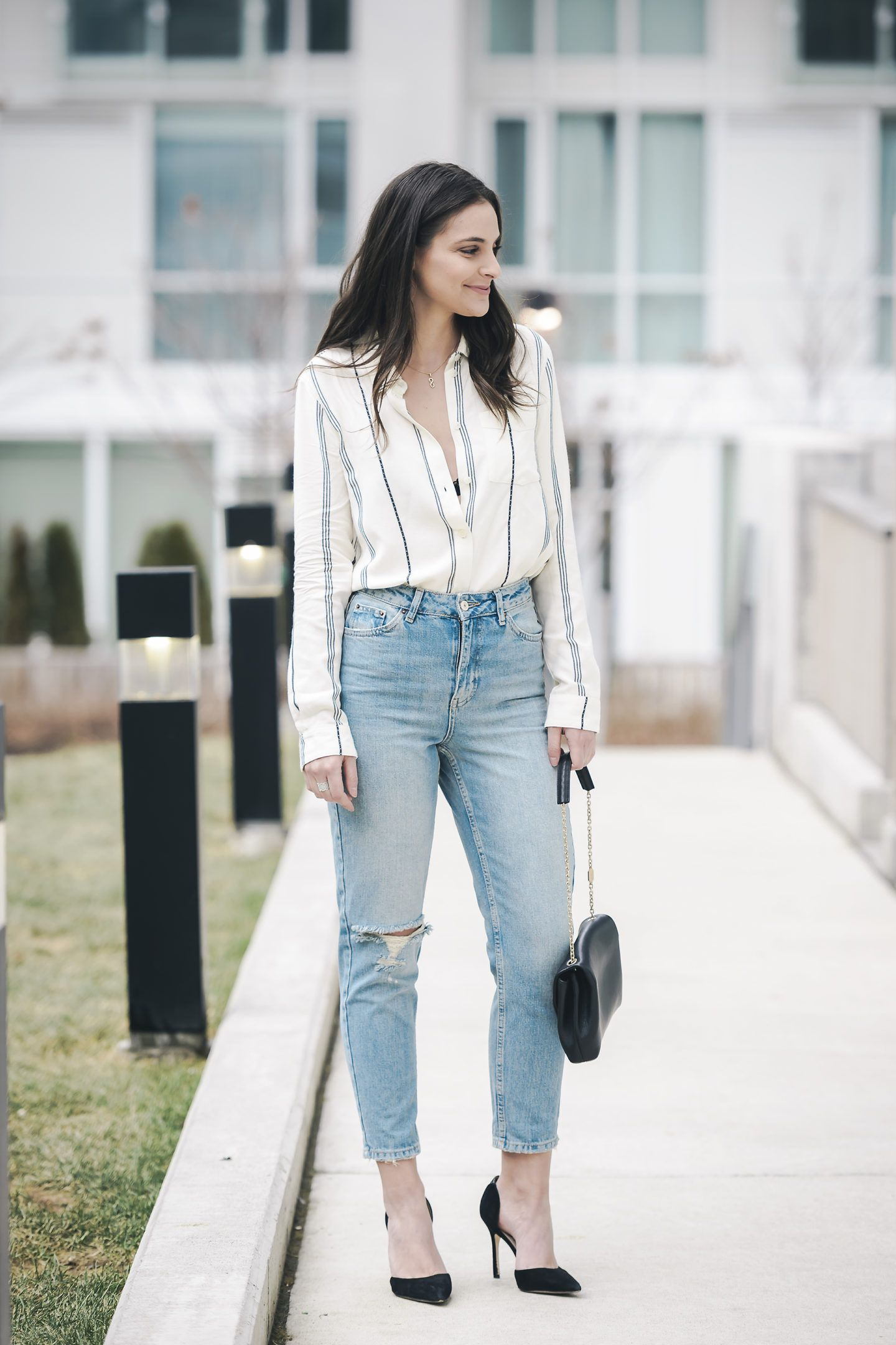 Simple Spring Outfit Ideas. Blouse and Mom Jeans outfit. More outfit ...
