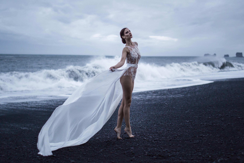 EMANUEL HENDRIK | Body: Shine - Duchesseschleppe | Model: Sina ...
