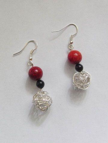 Ohrringe aus Schaumkoralle Perlen und Silberbälle.Diese sind aus ...
