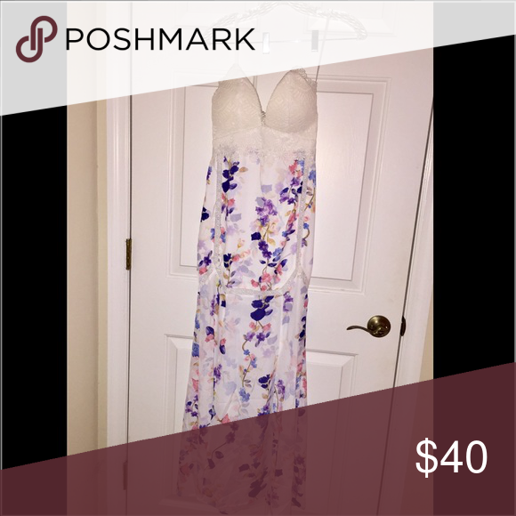 Forever 21 Maxi Dress Beautiful Selfie Leslie floral maxi dress from Forever 21! Forever 21 Dresses Maxi