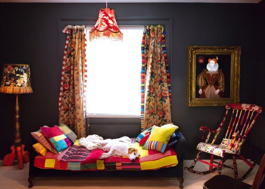 Une Chambre En Couleurs Ou Le Jaune Retrouve Tout Son Eclat Couleur Interieure Chambre Coloree Idee Decoration Chambre