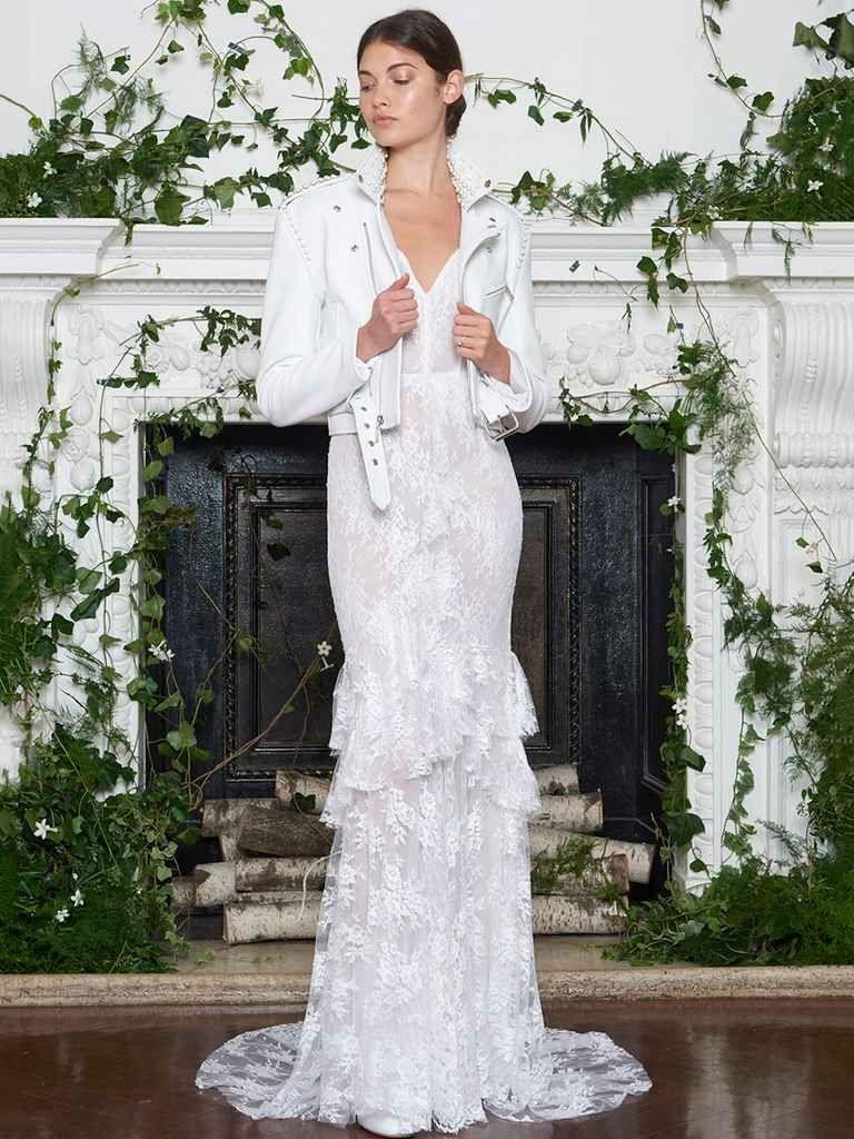 Monique Lhuillier Fall 2018: Delicate Wedding Dresses With an ...