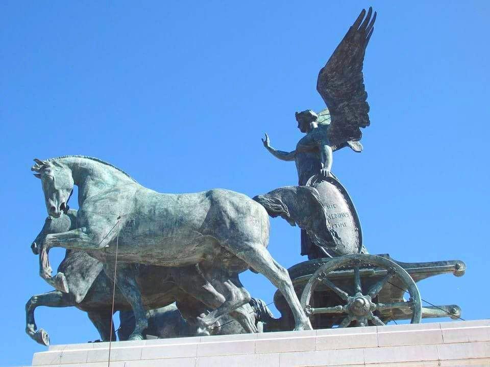 Monumento Del Altar De La Patria En Plaza De Venecia Roma Italia Lion Sculpture Sculpture Statue