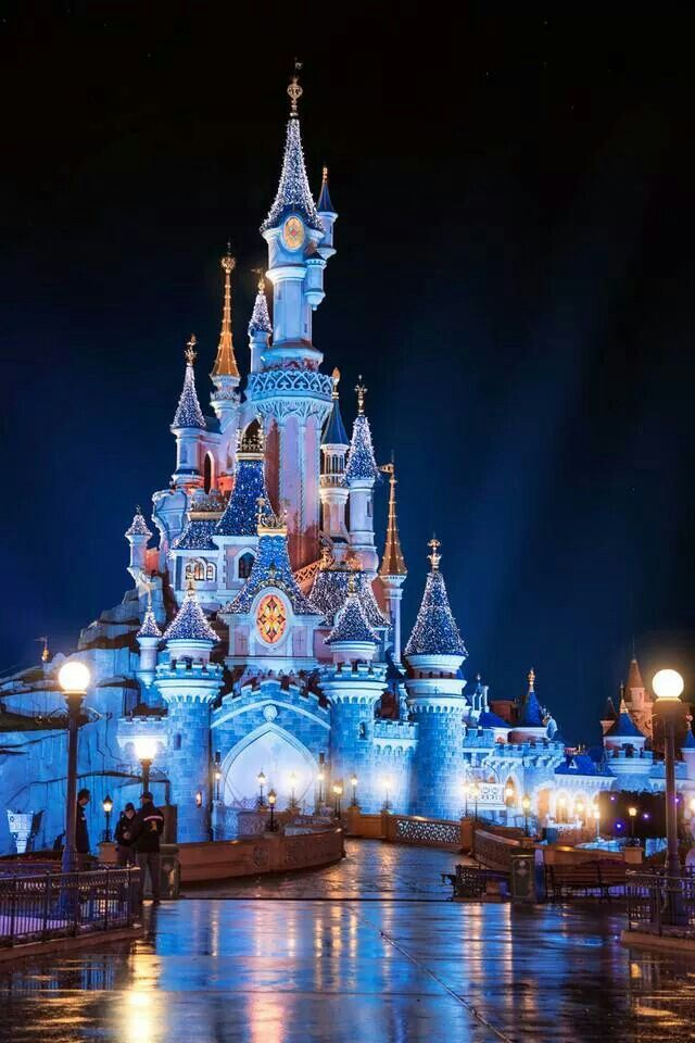 Le Château de la Belle au Bois Dormant | Sleeping Beauty Castle |  Fantasyland | Disneyland Paris during … | Disney wallpaper, Cute disney  wallpaper, Disney pictures