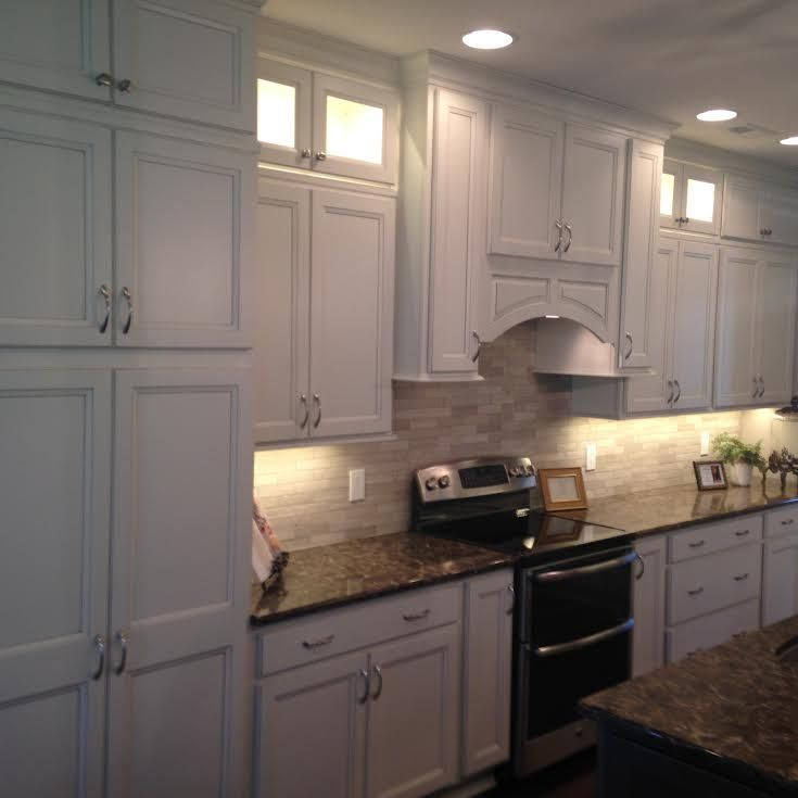 Kitchen Cabinet Homecrest Cabinetry Lautner Maple French Vanilla With Brownstone Glaze Perimeter Island Kitchen Sale Kitchen Cabinet Design Kitchen Remodel