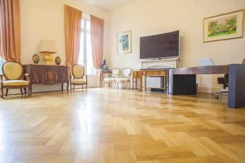 Spacious appartment - Center of Cannes. Cannes Situated in Cannes, this air-conditioned apartment features free WiFi. The unit is 400 metres from Palais des Festivals de Cannes.  A microwave and a fridge can be found in the kitchen. A flat-screen TV is available.  Fort Royal is 4.