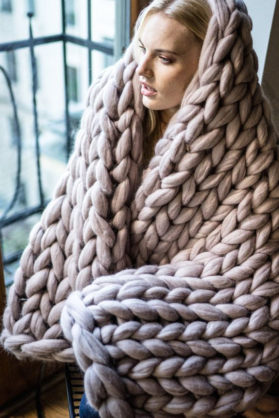 Chunky knit blanket. Arm knitted from organic and soft merino wool ... a65f31ae66e