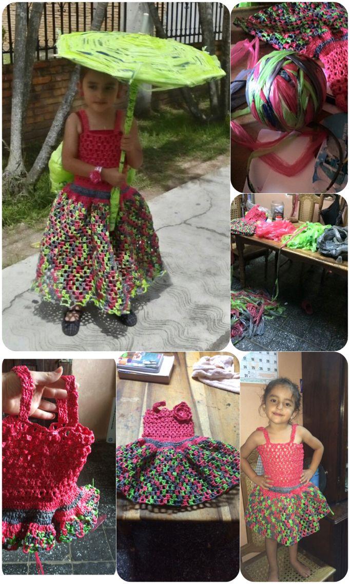 Vestido hecho de bolsas de plástico, idea original de Xiomara Raudales, elaborado por Aby Carranza.