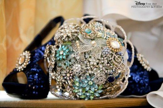 Un precioso bouquet de joyas antiguas...