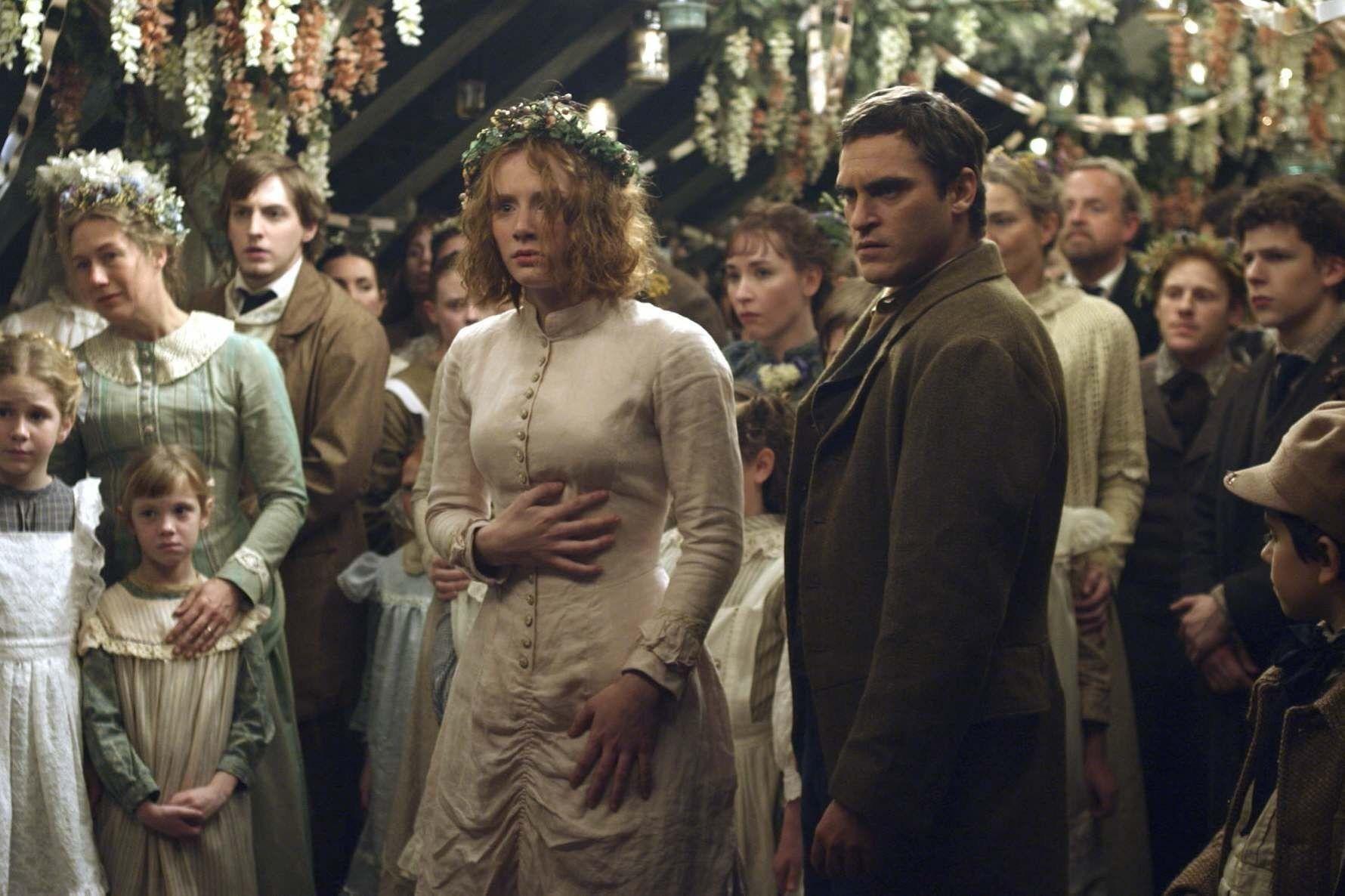 HQ12~0.JPG Kliknij w obrazek, aby zamknąć okno | The village movie, Wedding  scene, Bryce dallas howard