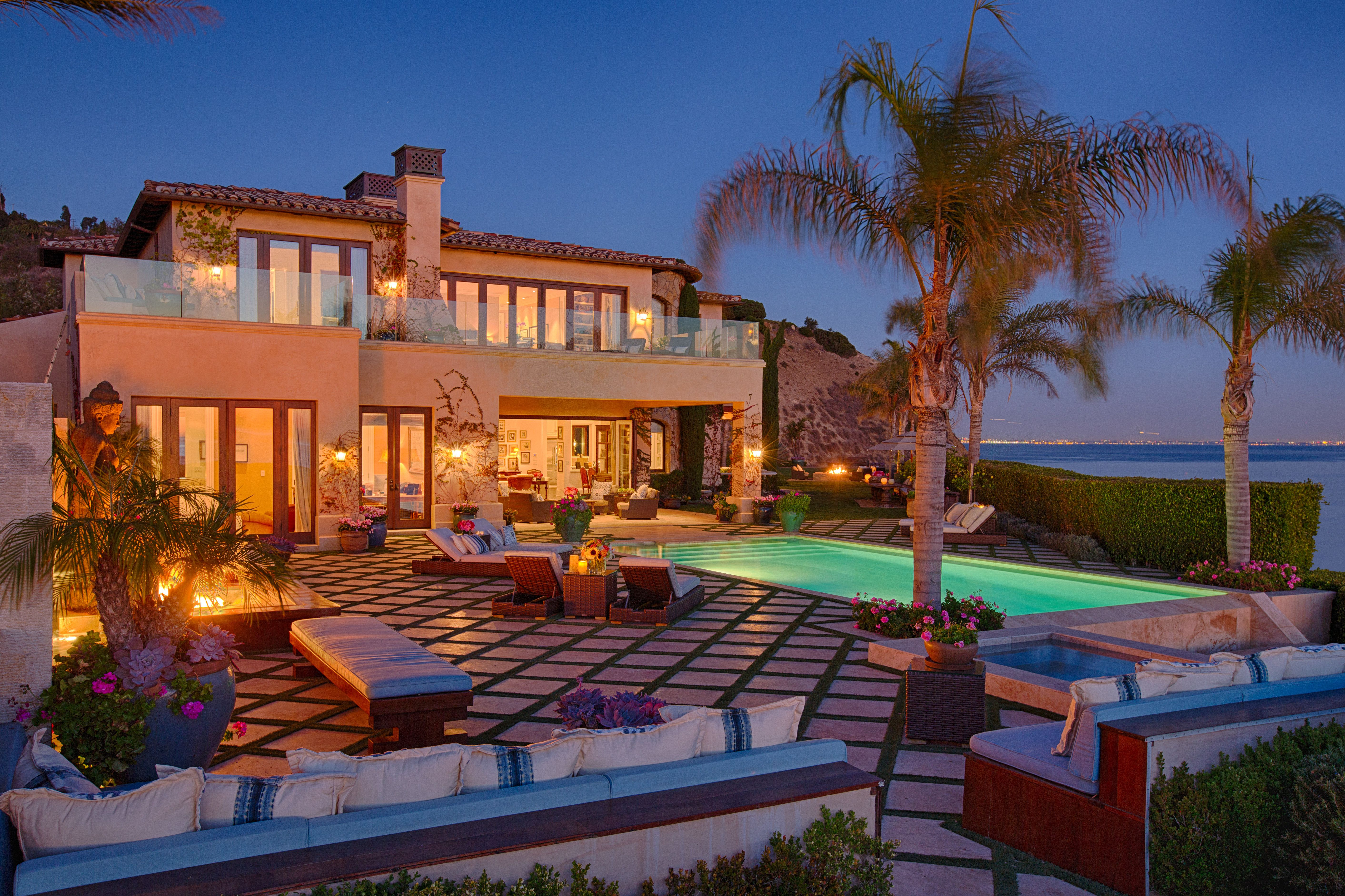 Malibu Home Of The Real Housewives Of Beverly Hills Yolanda And David Foster Sells For 19 Million Malibu Mansion Malibu Homes Mansions