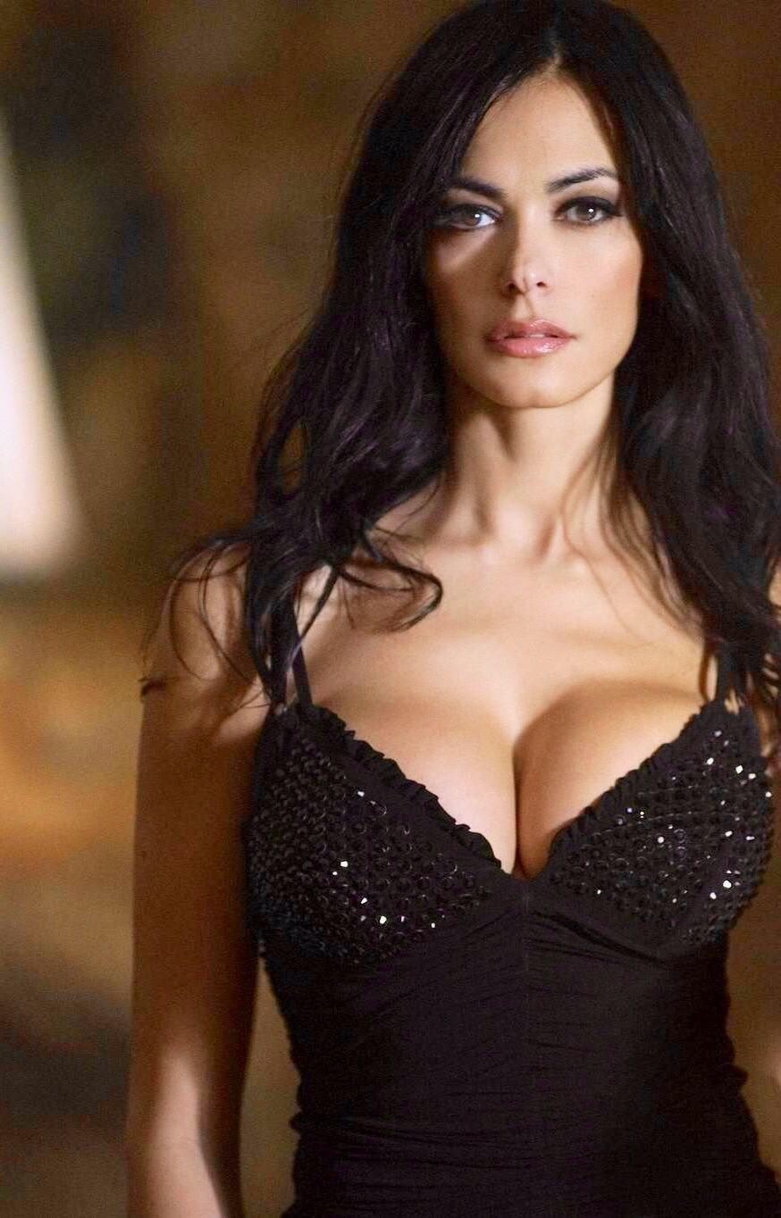 italian-sexy-actresses-alecia-moorepussy