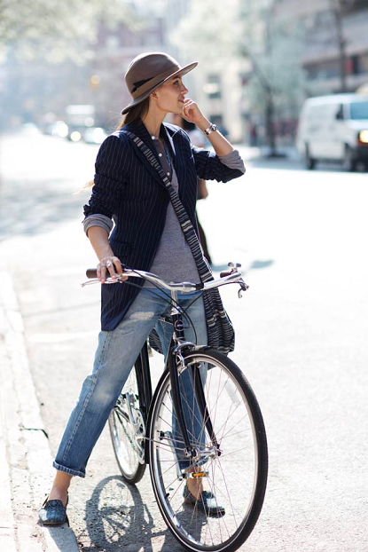 I Love Her Biking Style #bicycles, #bicycle, #pinsland, https://apps.facebook.com/yangutu