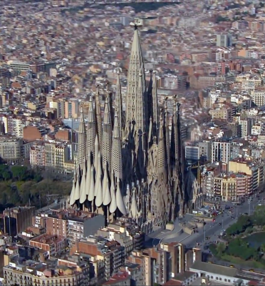sagrada familia in barcelona spain an animation of the proposed construction to be completed. Black Bedroom Furniture Sets. Home Design Ideas