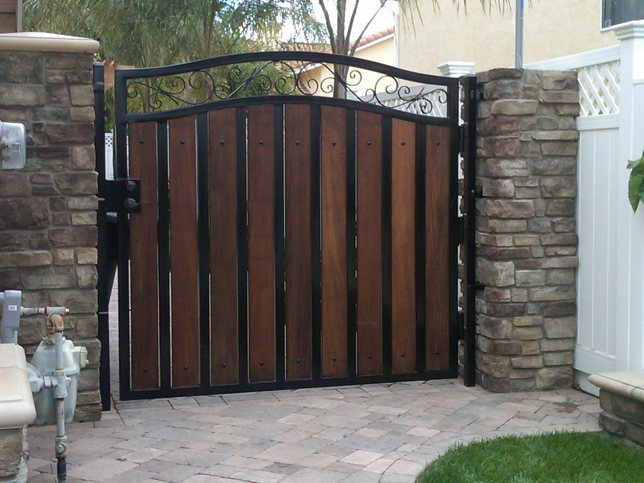 wood and metal custom gate | Inspiration | Pinterest | Rejas ...