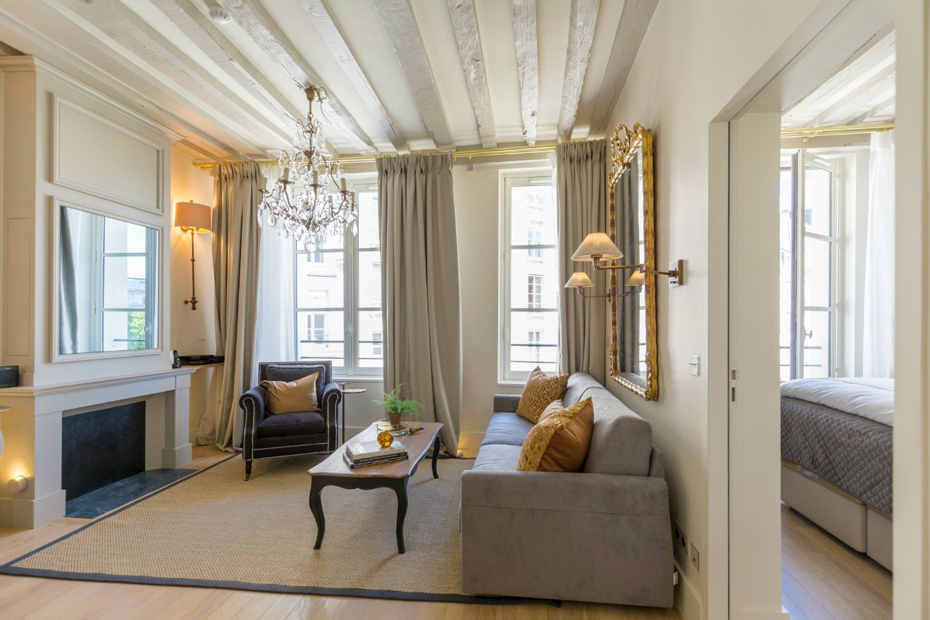This Beautiful And Fully Remodeled One Bedroom Rental Overlooks Peaceful  Place Dauphine On The Ile De