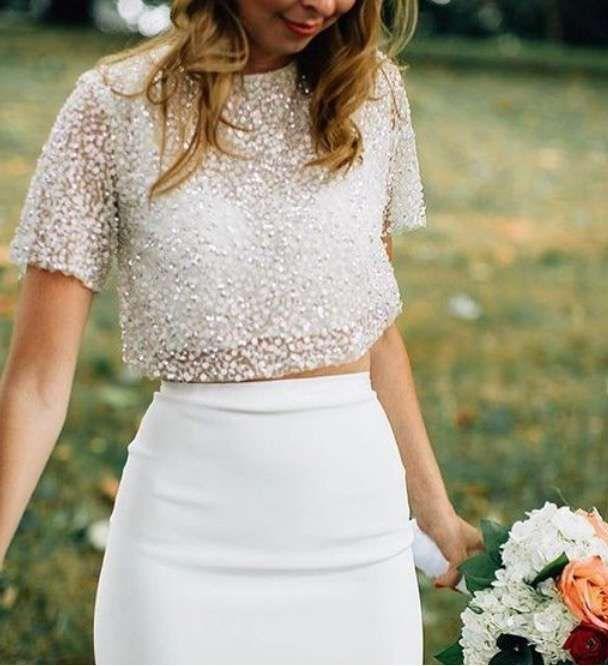 4515f6168 Con falda ajustada y crop top con pedrería - Vestido de novia dos ...