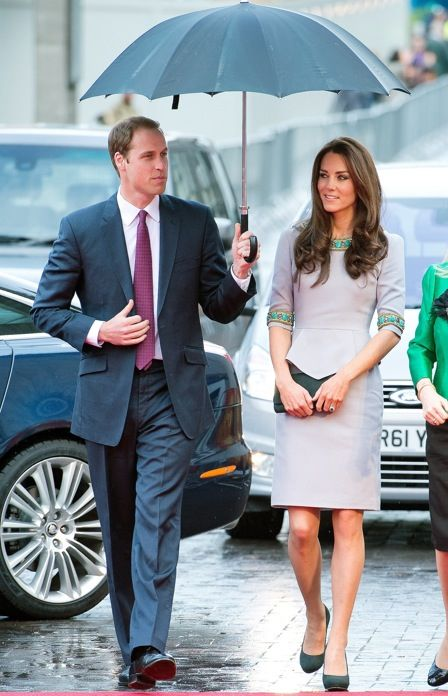 Kate's dress is fantastic. She is so chic, head to toe. Prince William looks mighty dapper himself. I just love this couple.