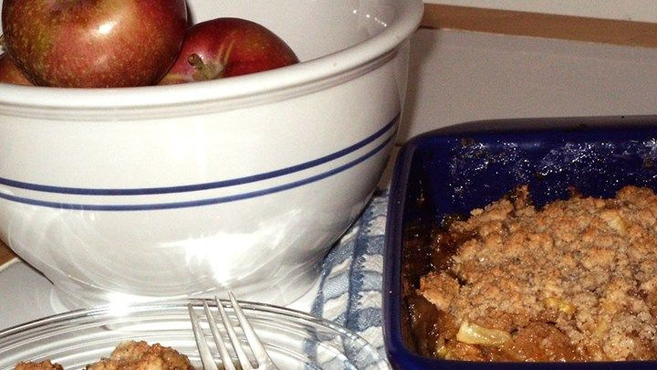 A No Fuss Very Delicious Version Of Apple Crisp Sliced Apples