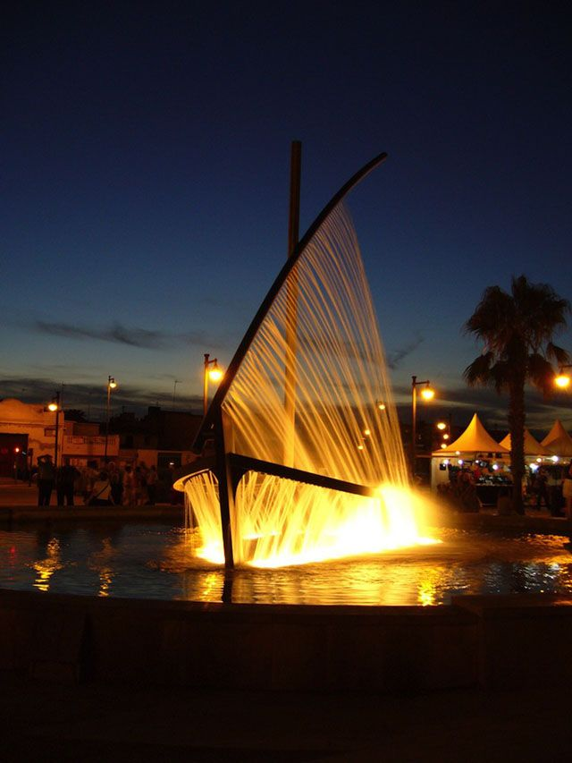 Fountain in Spain Uses Water to Mimic Form of Traditional Sailboat