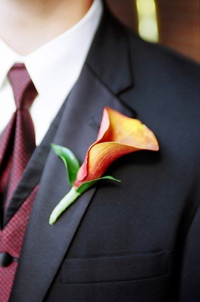 Not my color again, but I'm sure my groom would appreciate the simplicity of this boutonniere
