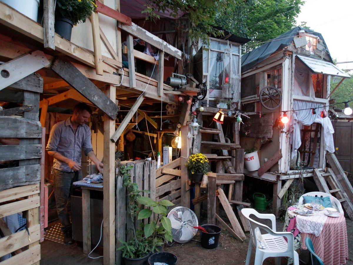 27 Bizarre Restaurants To Eat At In Your Lifetime Shanty Town Pop Up Restaurant Blue Door