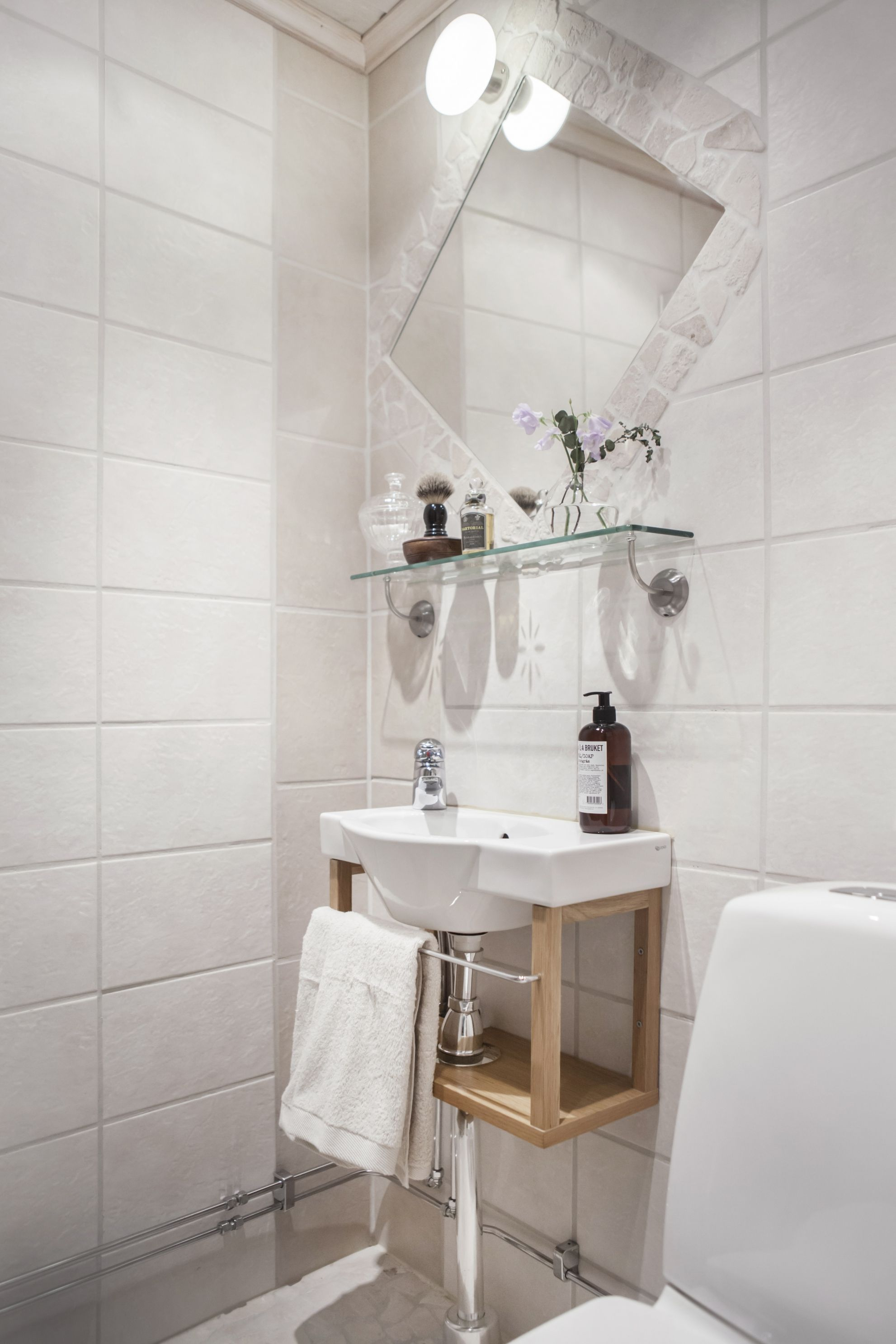 Small bathroom / small washbasin / Scandinavian style bathroom ...