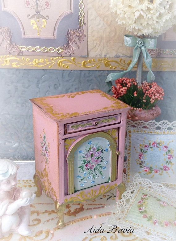 Table Roses 1/12. Dollhouse Furniture | Mesa de madera, Color rosa y ...