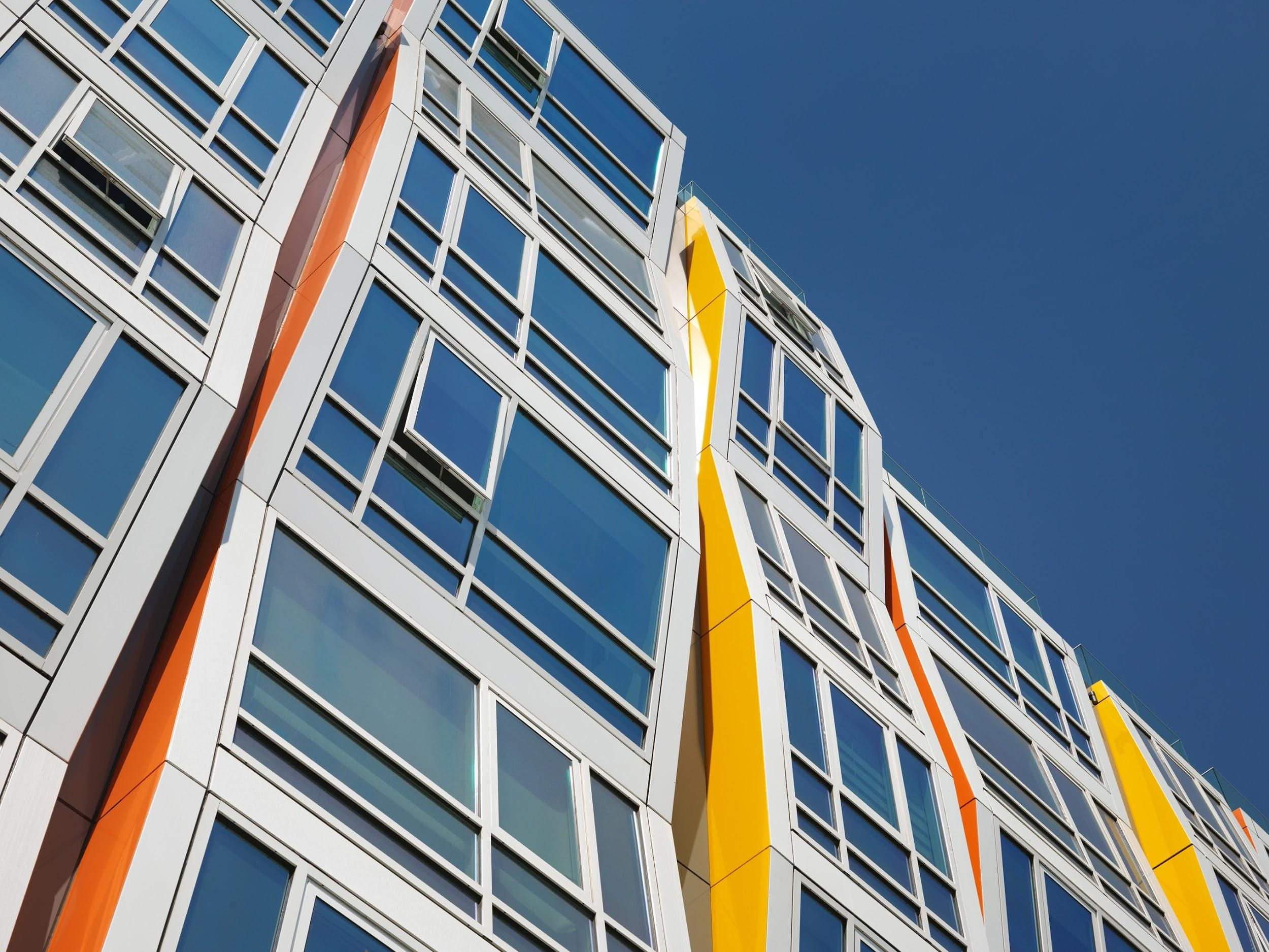 How to Let In Light But Keep Out Heat Using Glass Façades