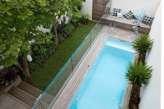 How to fit a pool into a small backyard patio peque o for Piletas jardines decoracion