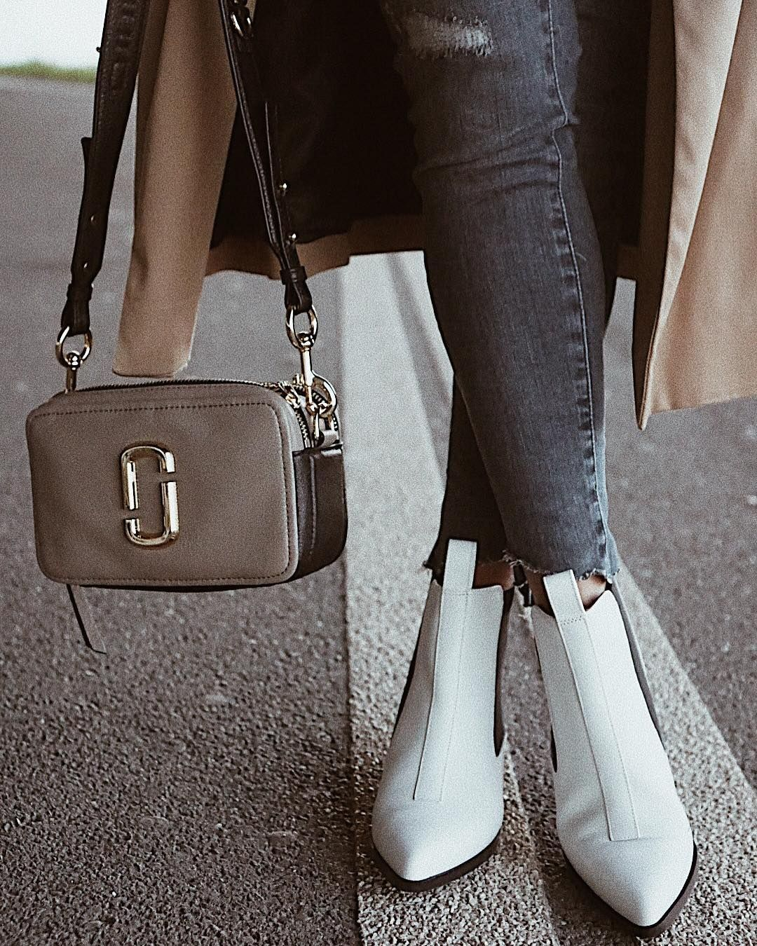 Amélie Sonnerat spotted with our Marc Jacobs Softshot bag in Cement ... b432112c4642