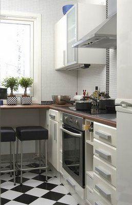 little breakfast counter + prep space
