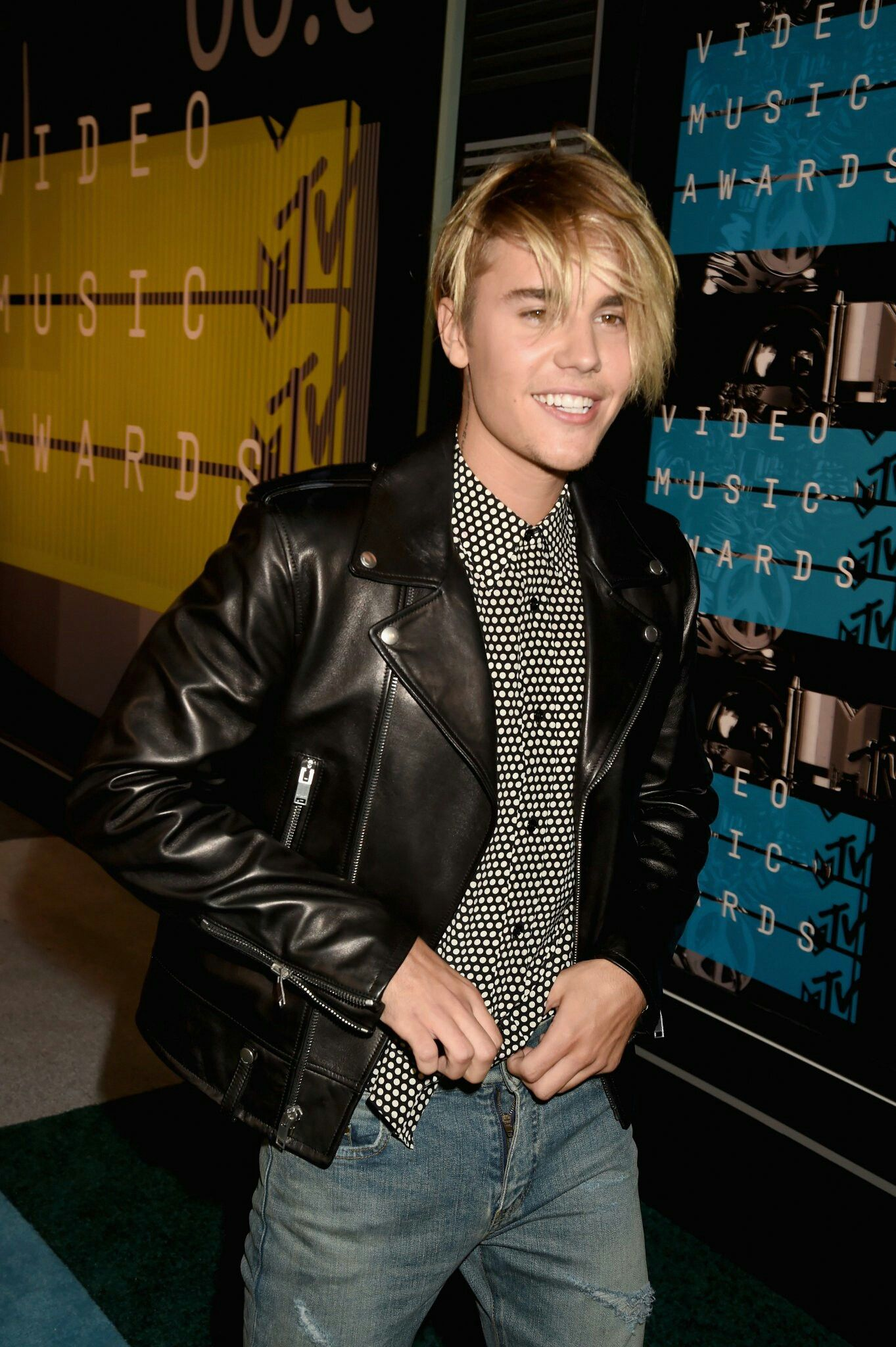 Pin By Justin Bieber On Appearnaces Awards Events Justin Bieber Family Justin Bieber Leather Jacket [ 2048 x 1363 Pixel ]