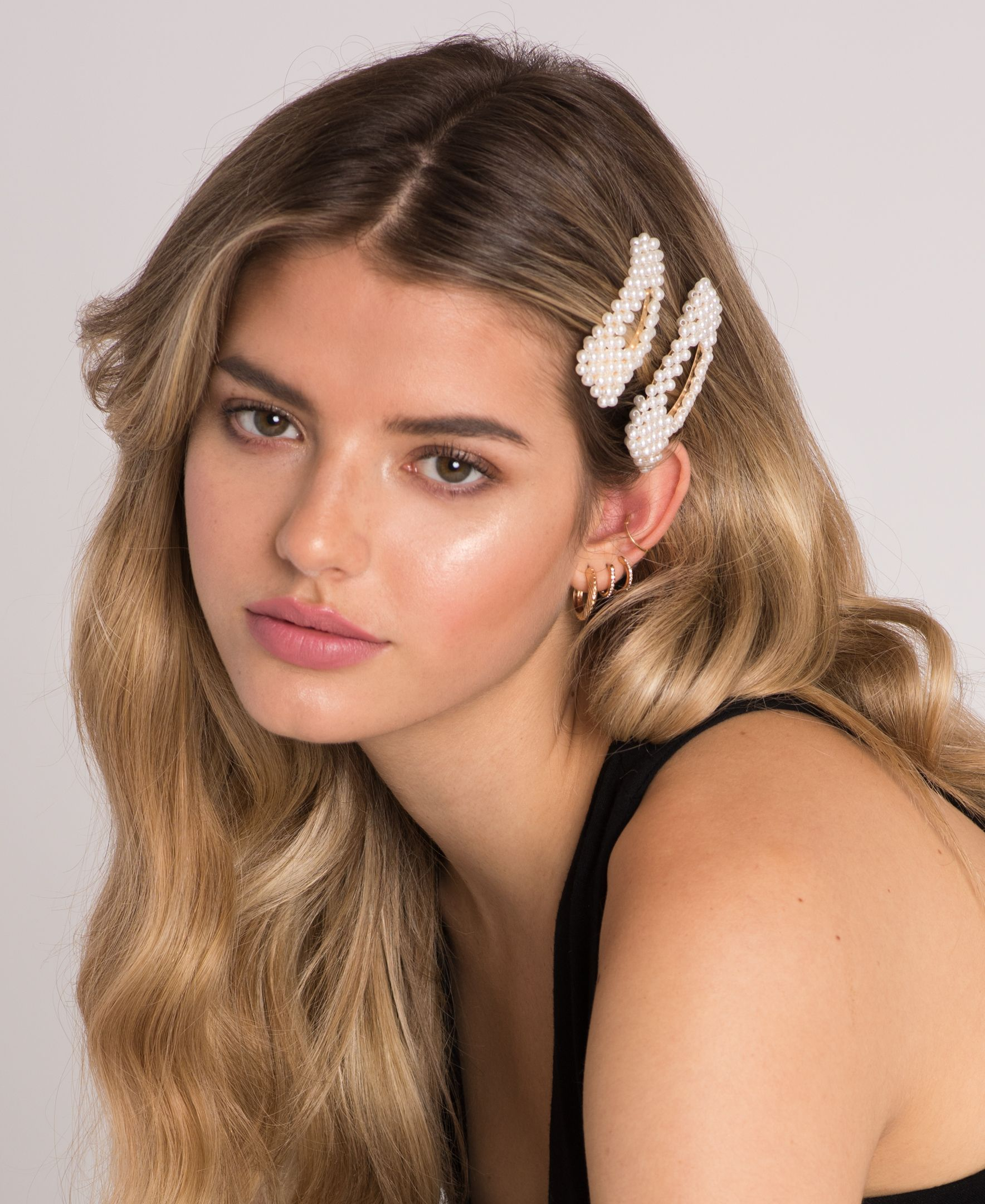 Stack Our Pearl Hair Clips With Cute Jewelry To Upgrade A Simple Look To Stylish Sohostyle In 2020 Beaded Hair Clips Luxury Hair Extensions Hair Accessories Pearl