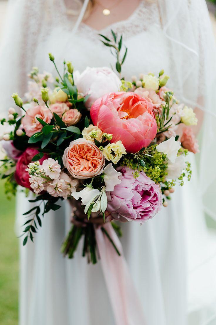 Sommer handgebundene Koralle & rosa Brautstrauß von Eden Blooms Florist für ...   - Blumen - #amp #Blooms #Blumen #Brautstrauß #Eden #florist #für #handgebundene #Koralle #rosa #Sommer #von #pinkbridalbouquets