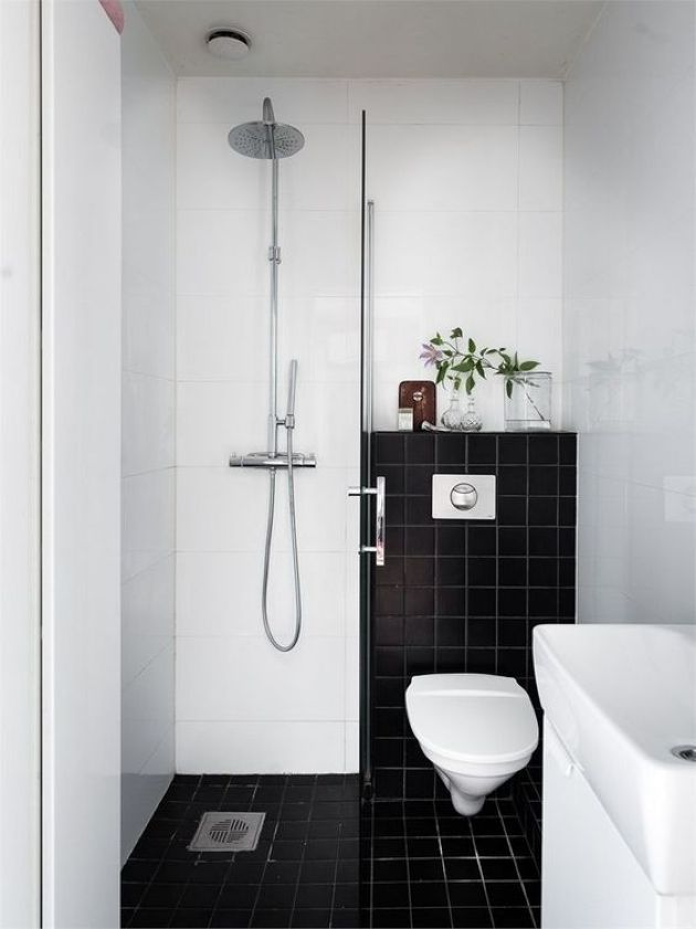 Small Contrasting Bathroom Design With Black And White Tiles Small Bathroom Layout Tiny Bathrooms Very Small Bathroom