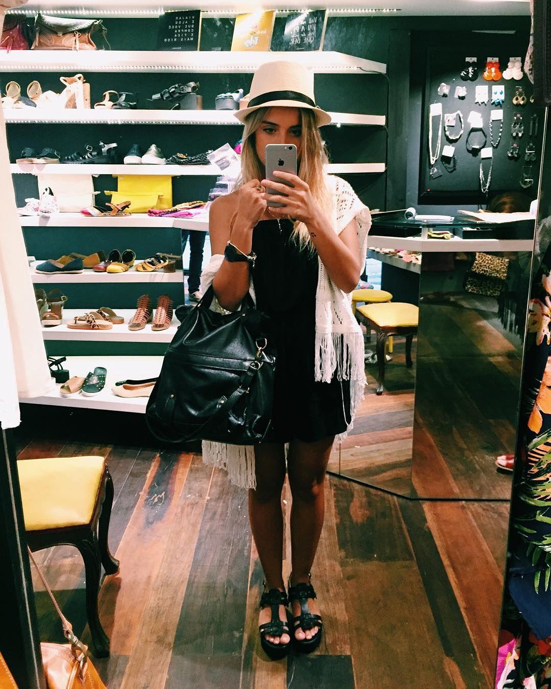 """""""de hoje na @lojasollas com minha bolsa e sapatos novos  completamente apaixonada pela loja e pelos meus produtinhos, depois tem details ❤️"""""""