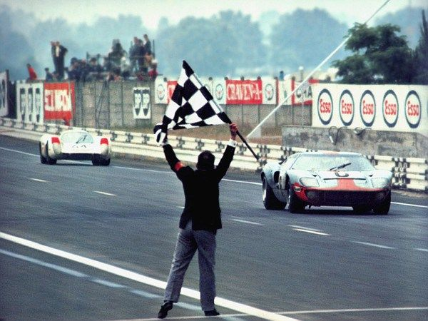 John Wyer Gulf Ford Gt 40 S At Le Mans 1968 In 2020 Ford Gt40 Le Mans Ford Gt