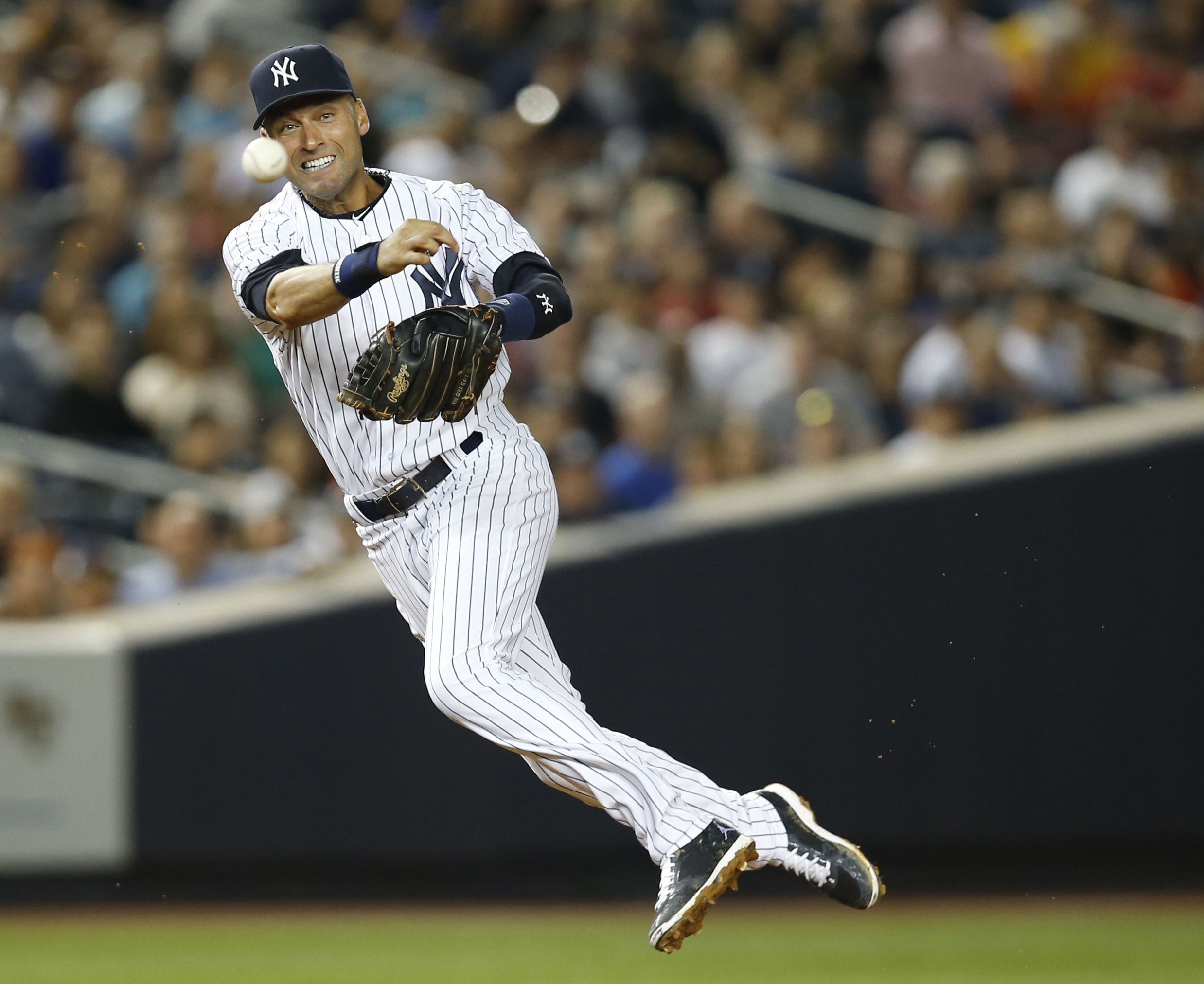 The Captain In Action Mlb Baseball Players New York Yankees Baseball Yankees Baseball
